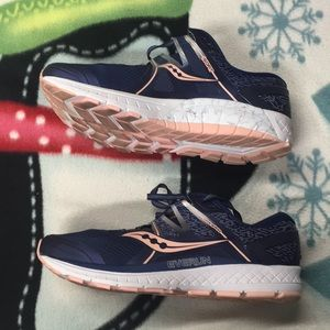 Womens Saucony Omni ISO Sneakers